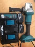 Makita DGA 900 Z 36 V Brushless Smerigliatrice + 2 Batterie 4.0 Ah + Caricabatte