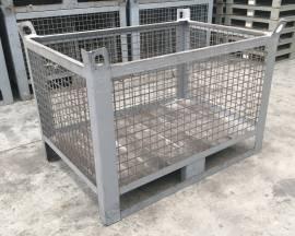 Contenitori industriali in ferro con rete metallica