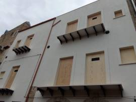 Edificio per appartamenti ed attività commerciali a Gela (CL) Centro Storico