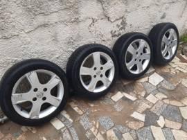 Nr. 4 Cerchi in Lega Raggio 15 per Mazda 2 / Ford Fiesta Completi di gomme