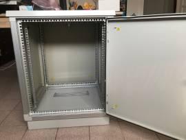 """Armadio 12 unità rack 19"""" per esterno o ambienti con polveri"""