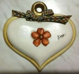 Un cuore in ceramica della collezione Bergerac fatto a mano nuovo