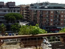 Ostia Attico bilocale via Aristide Carabelli con balcone e ampia vista.