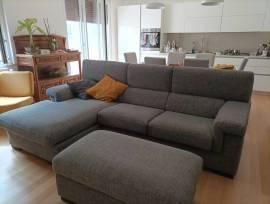 Vendo divano nuovo con isola e pouf Poltronesofà