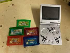 gameboy advance con giochi pokemon