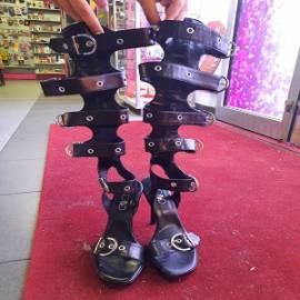 Sandali di pelle aperte con tacco alto n. 38