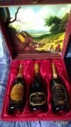 elegante scatola 3 bottiglie Franciacorta anni '80, spumante brut, grappa Pinot, brandy 14 anni.