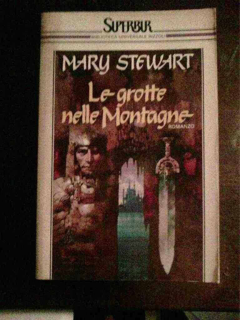 Mary Stewart - Le grotte nelle montagne