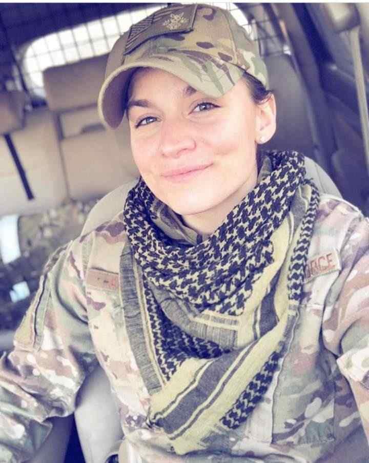 Soldato statunitense Lesbica cerca Lesbica donna per amore