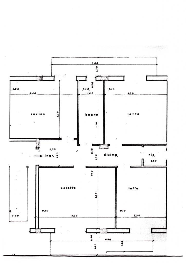 Appena ristrutturato, vedo  ampio appartamento doppia esposizione.