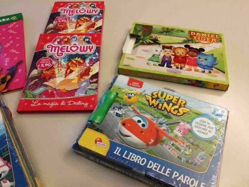 Stock libri e giochi per bambini