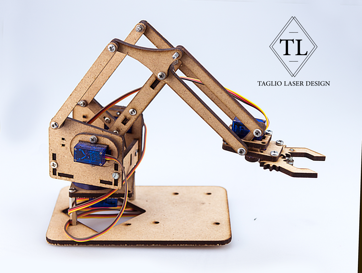 braccio robotico in legno