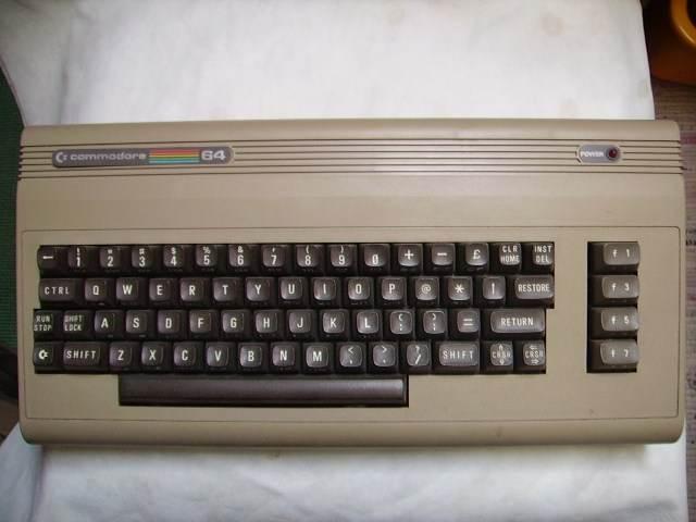 Vintage Commodor 64   ------------------