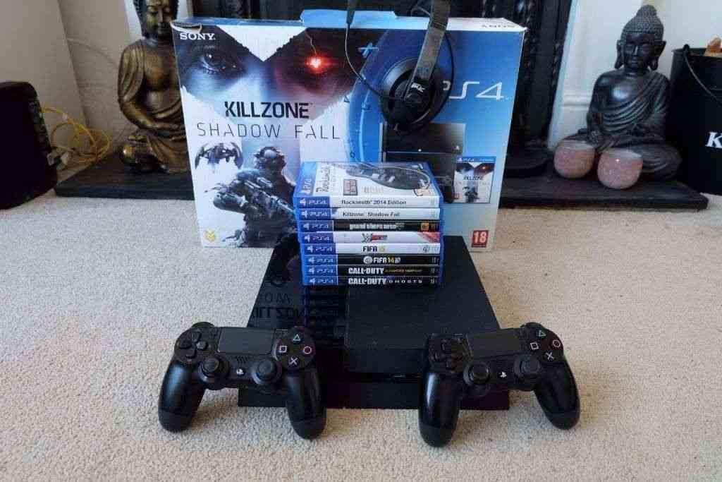 Vendo i miei compagni di giocatori PS4 con 8 giochi + 2 controller