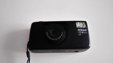 macchina fotografica NIKON ZOOM 310