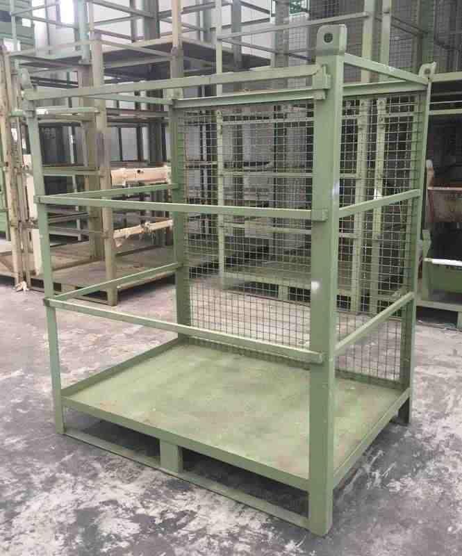 Grandi cassoni, cestoni o contenitori in ferro usati per merci ingombranti pneumatici