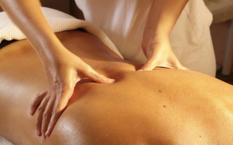 Estetista professionale massaggiatrice