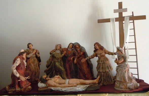 Gruppo di 8 statue in terracotta dipinta