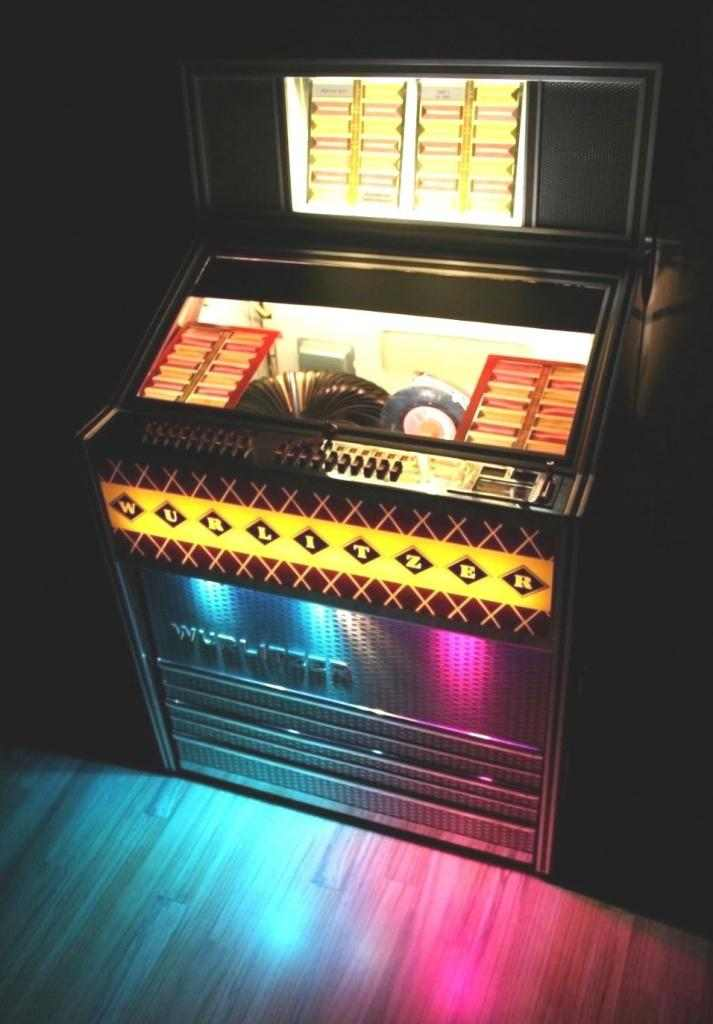 Wurlitzer Lyric dice Juke boxe Jukebox