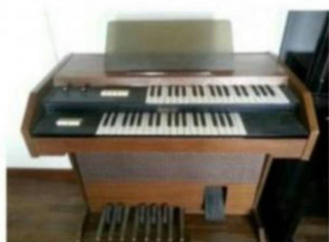 Organo Hammond elettrico marca CBR a due manuali