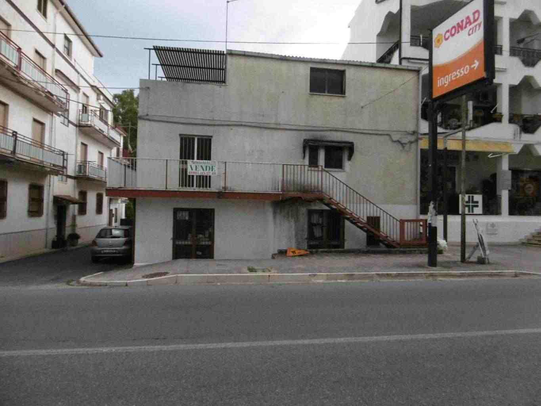 Palazzina su tre livelli a Villapiana Lido