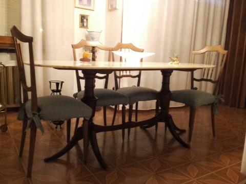 Tavolo ovale, in marmo anni 60