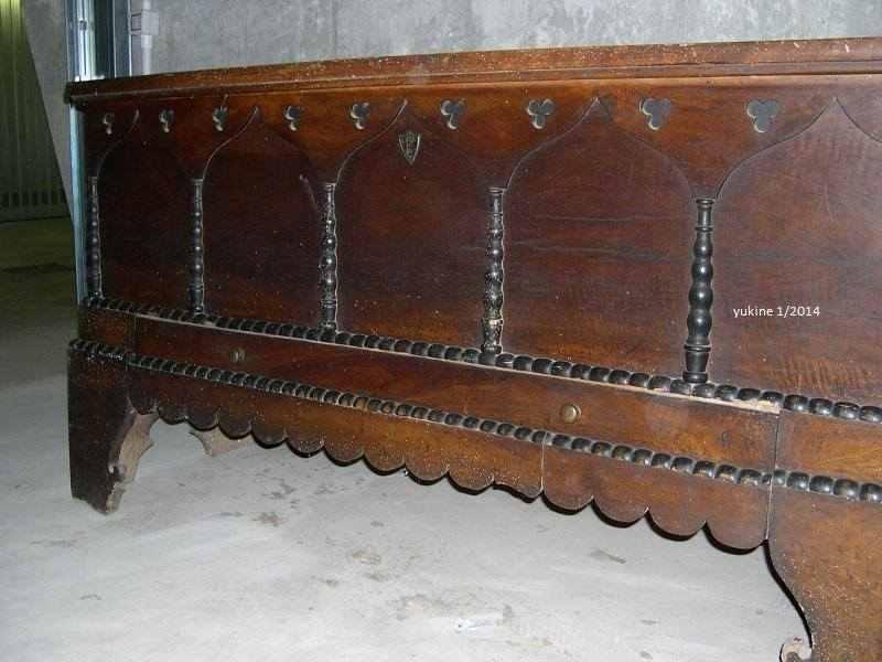 Cassapanca antica noce 700-800, intagli decorativi, serratura originale