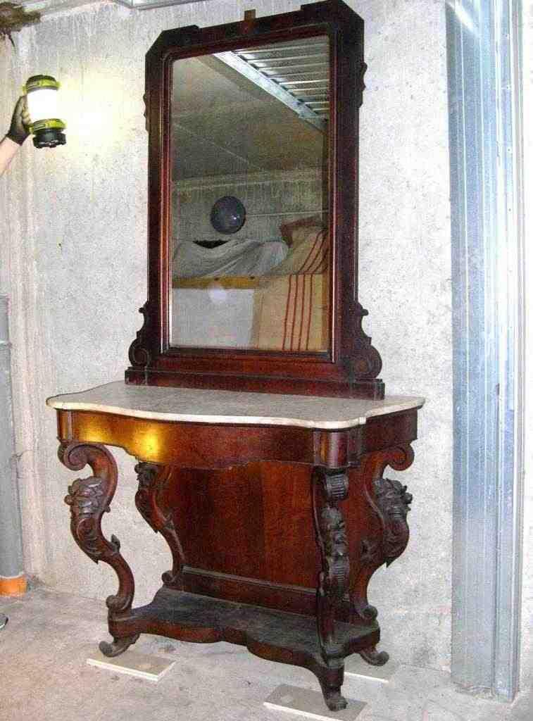 Antica consolle con specchiera Luigi Filippo in legno noce e ripiano in marmo