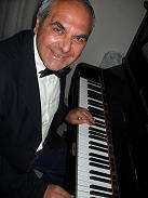 Pianista cerca ingaggio