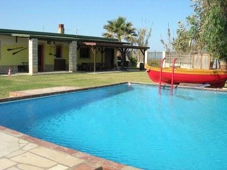 Chalet con piscina privata su spiaggia 10 posti e altre due ville per 10/20 persone