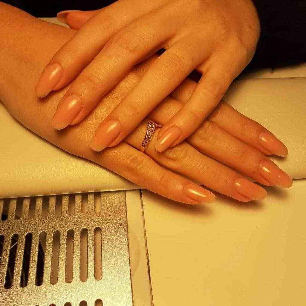 Ricostruzione unghie, refil,semipermanente e cerette