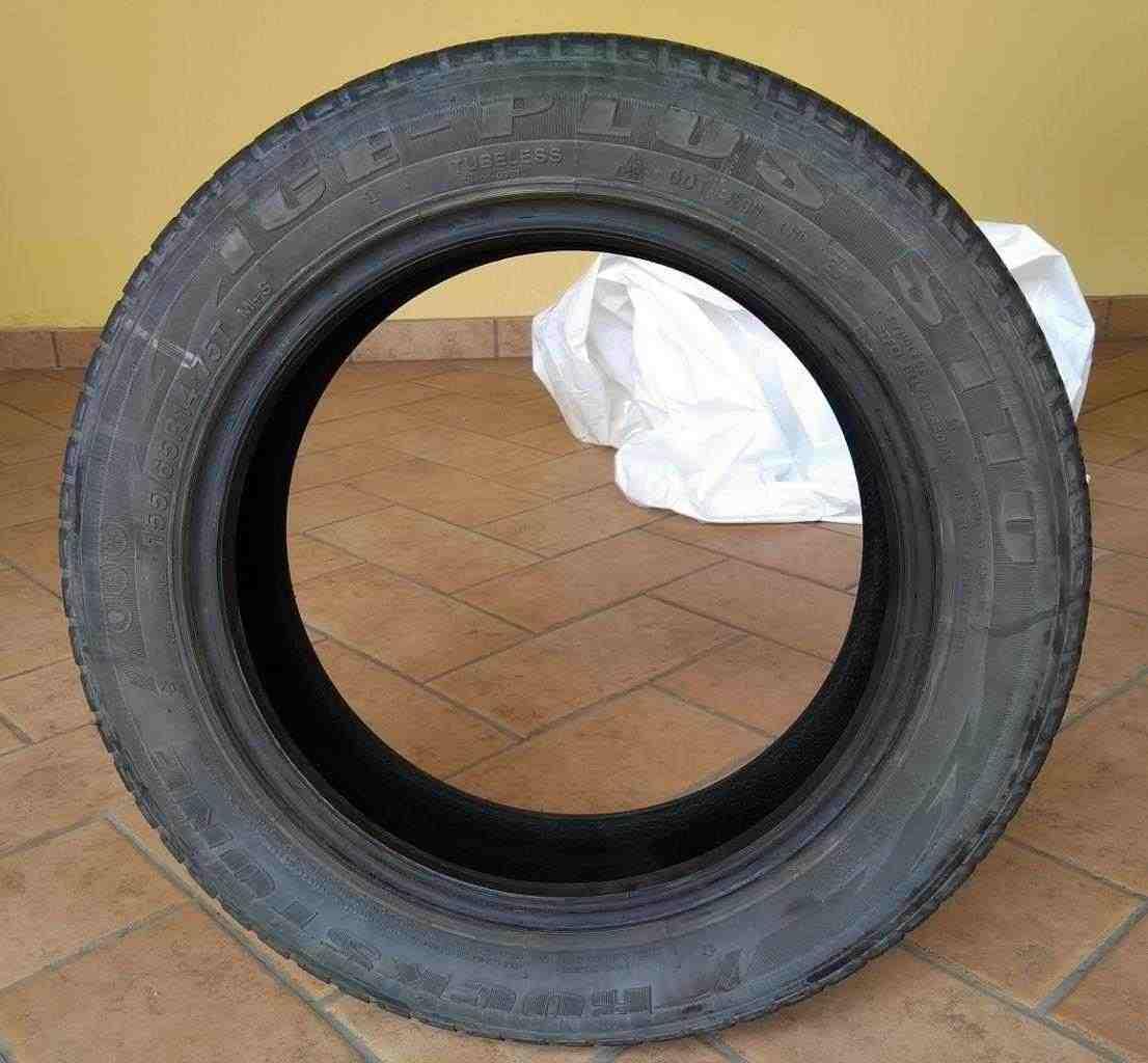 Vendo Gomme Invernali Rockstone 155/65R14 ICE PLUS