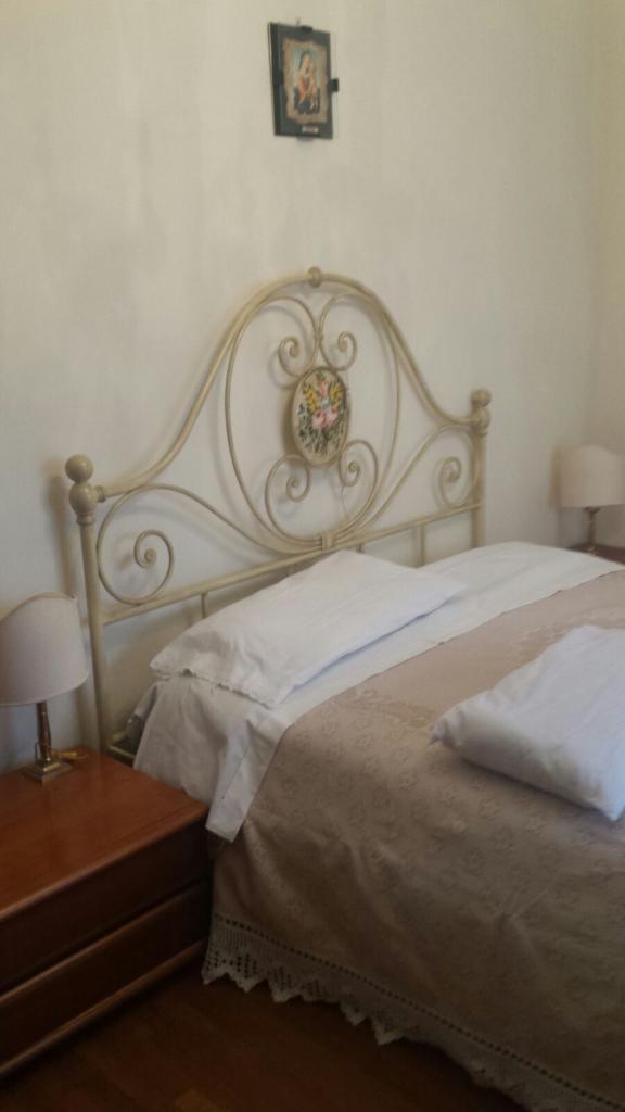 Camera matrimoniale ben arredata zona Borgo Panigale