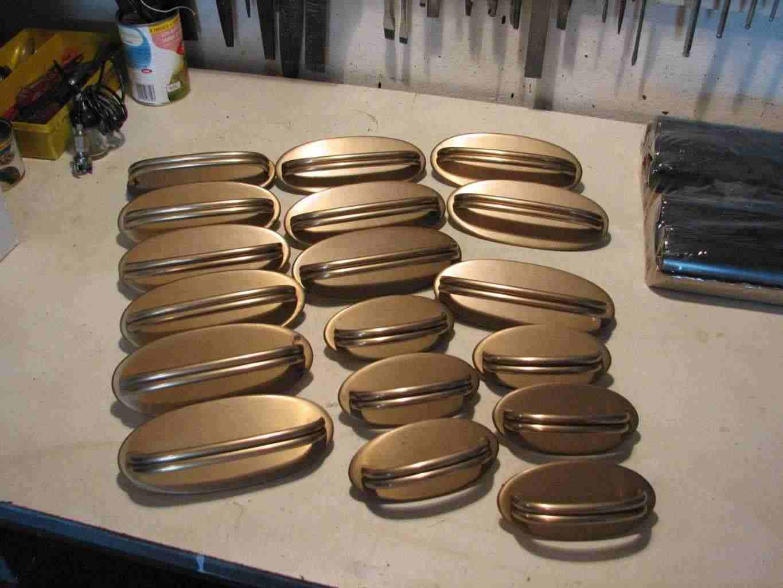 Lotto di Maniglie acciaio anodizzato per mobili, viti in acciaio