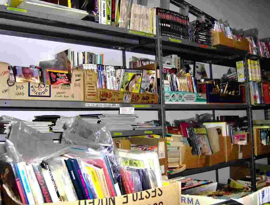 dvd usati,cd,libri  e fumetti vari