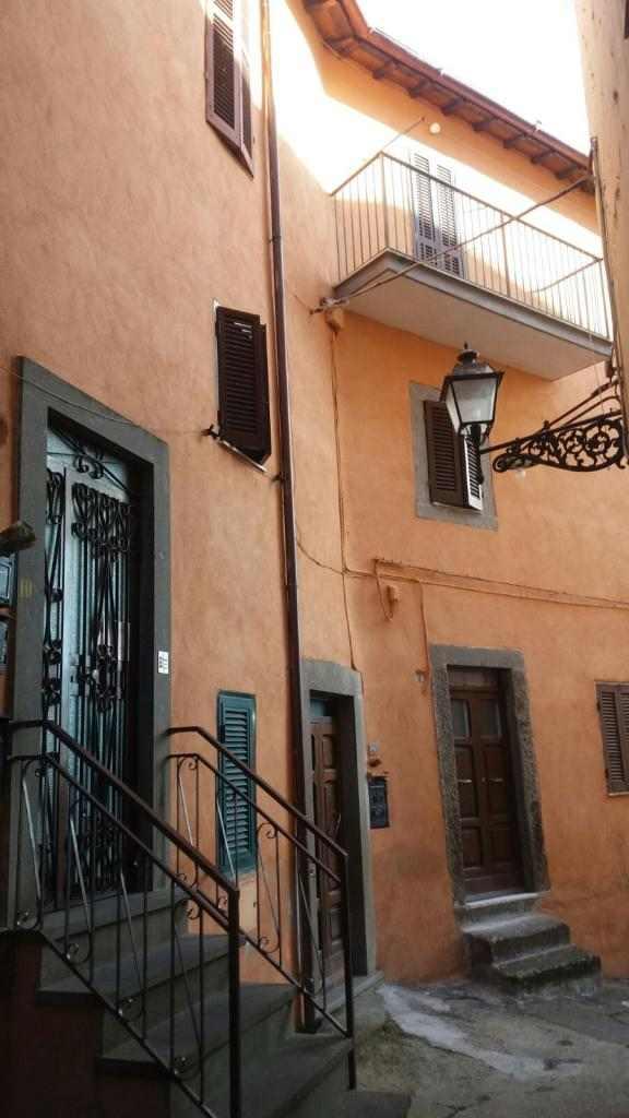 VENDESI - SORIANO NEL CIMINO - Appartamento in piccolo condominio