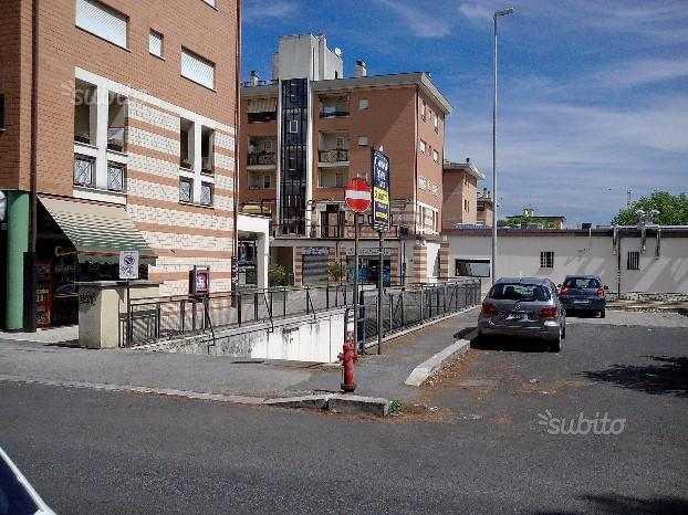 posto auto singolo sito in Via Giacomo Zanella, Roma