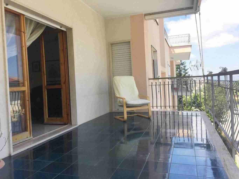 In zona residenziale, proponiamo in vendita luminoso appartamento dotato di ampi terrazzi.