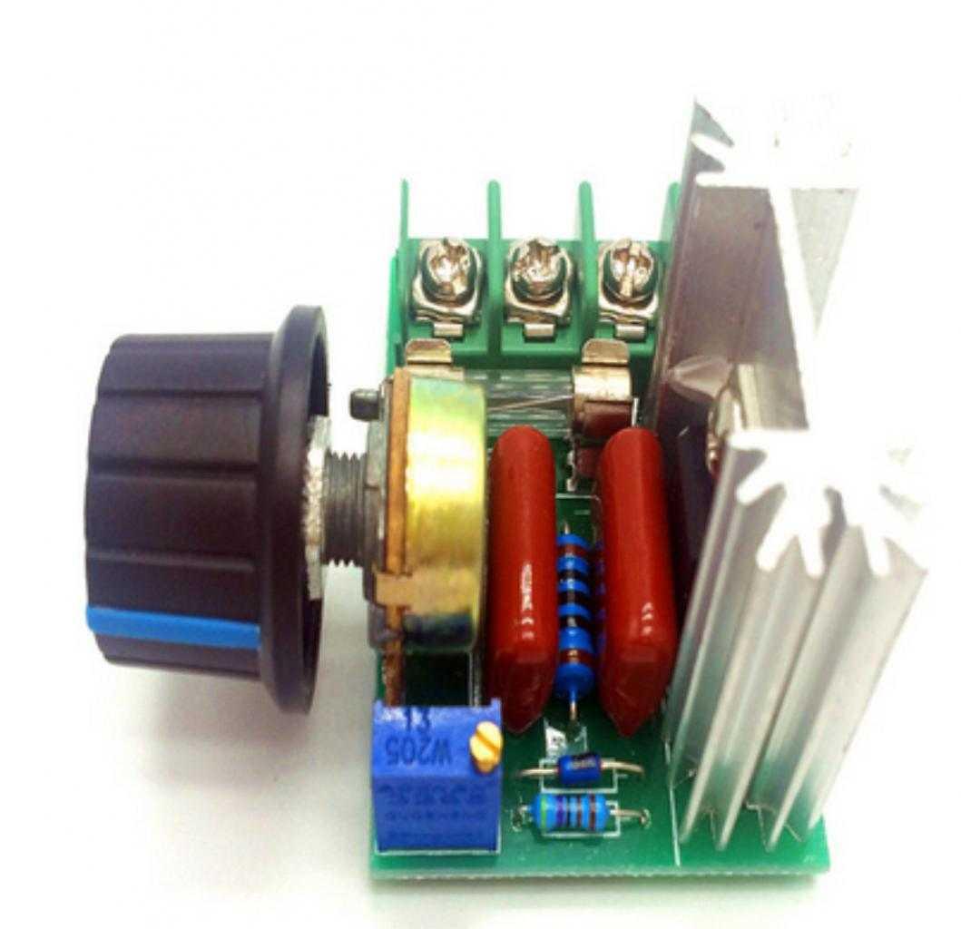 Regolatore di tensione con potenziometro separato V. 220 AC. W 2000 Dimmer
