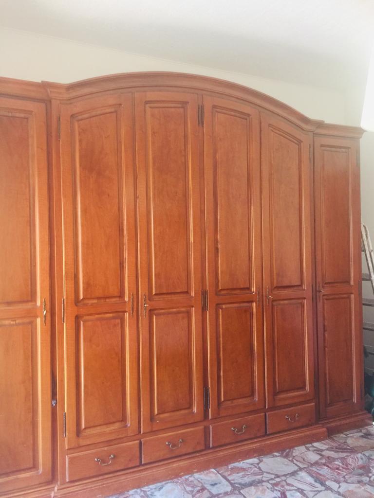 2 comodini,comó con specchiera e armadio in legno