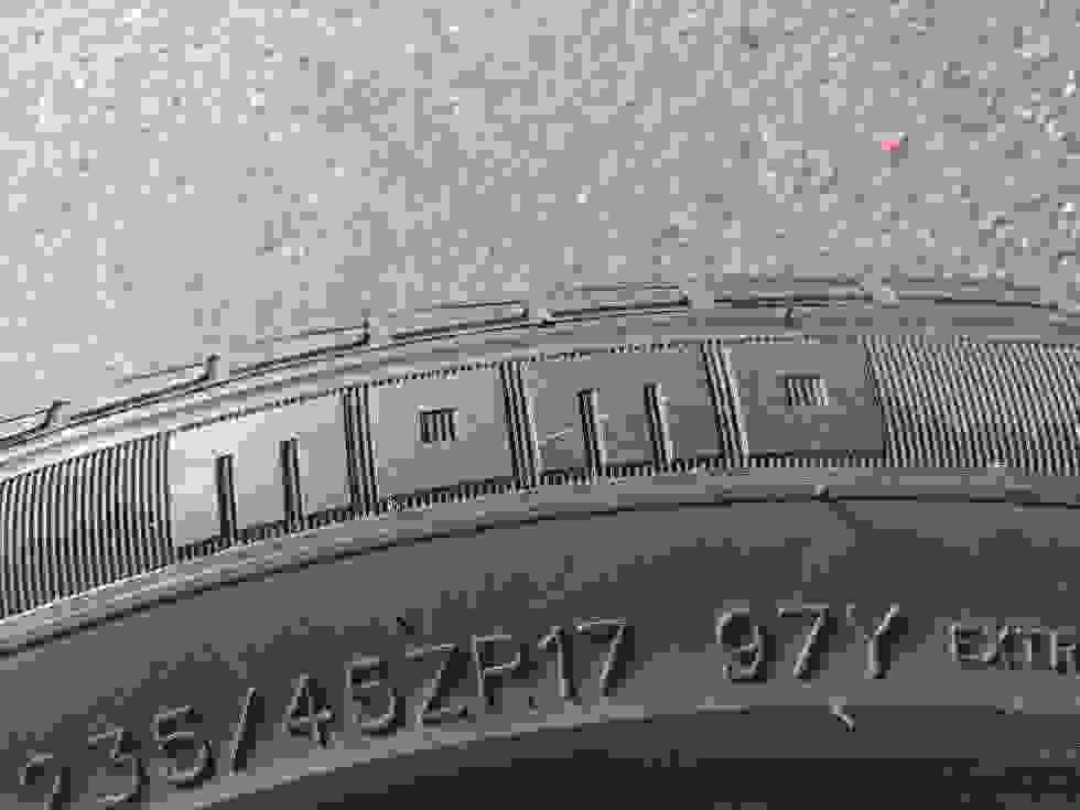 235/45 ZR17 97Y Momo