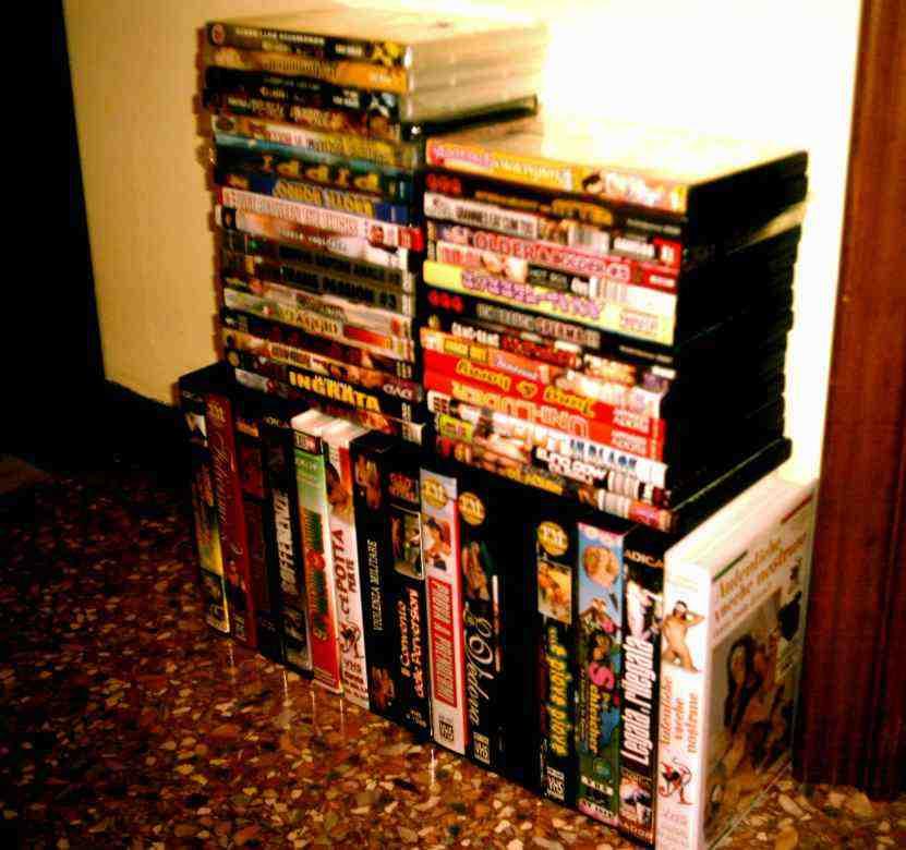 DVD e VHS ex noleggio per adulti