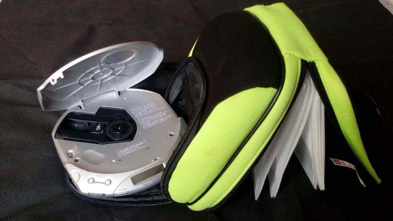 Lettore Sony CD walkman (D-E350-R-RW) + custodia