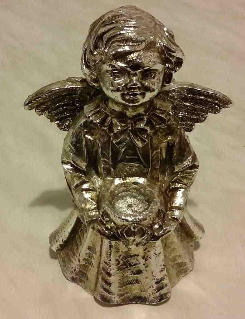 Soprammobile argentato raffigurante un angelo portacandele nuovo