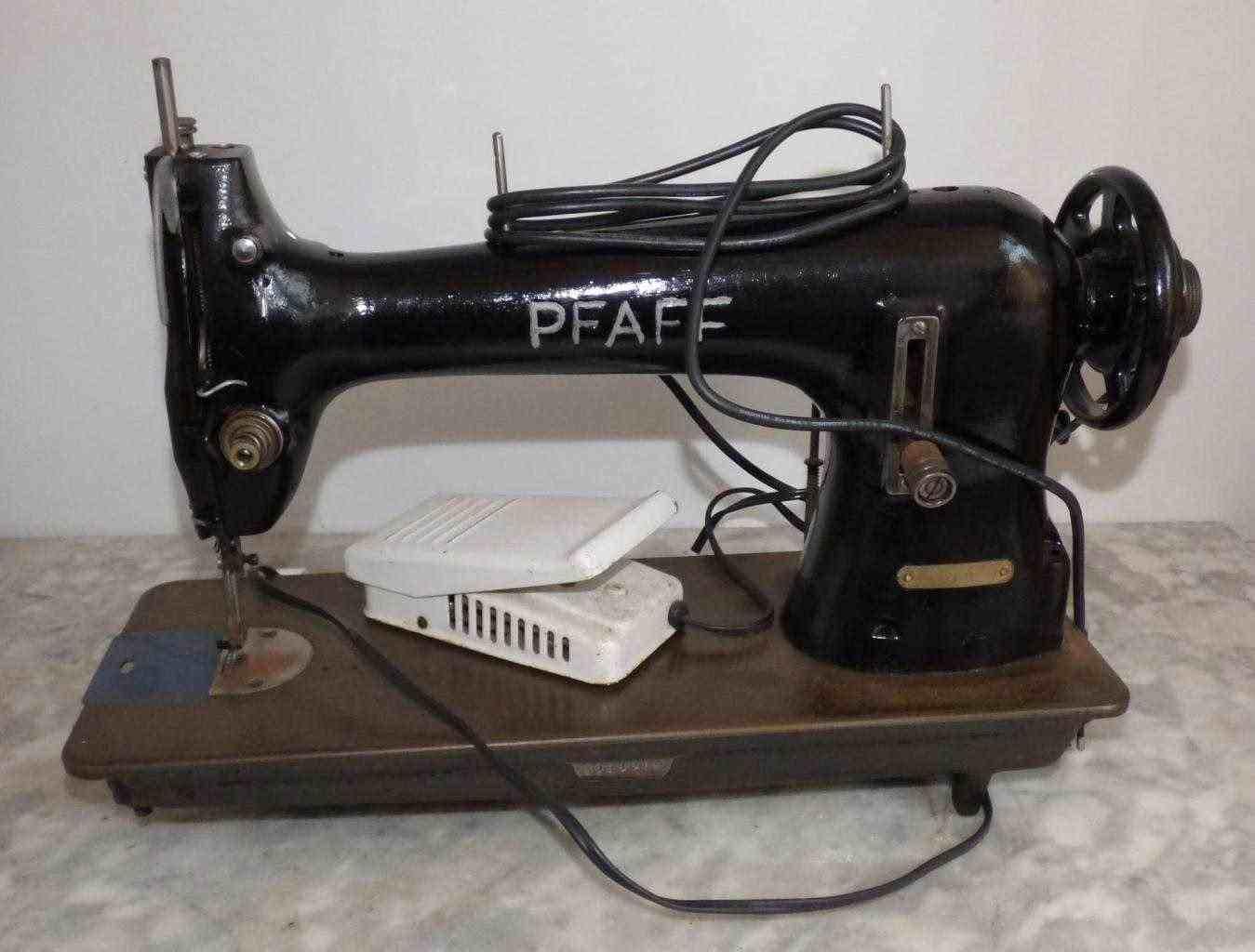 Macchina da cucire vintage pfaff modello 34-4