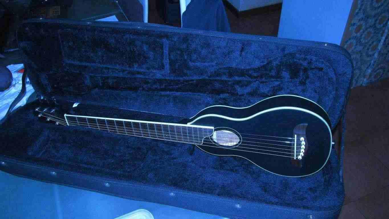 chitarra washburn rover da viaggio