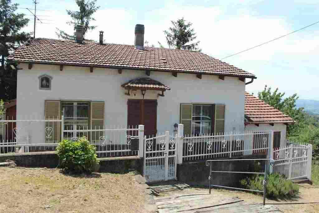 Rif. 1158 Casa indipendente sulle colline di Acqui Terme