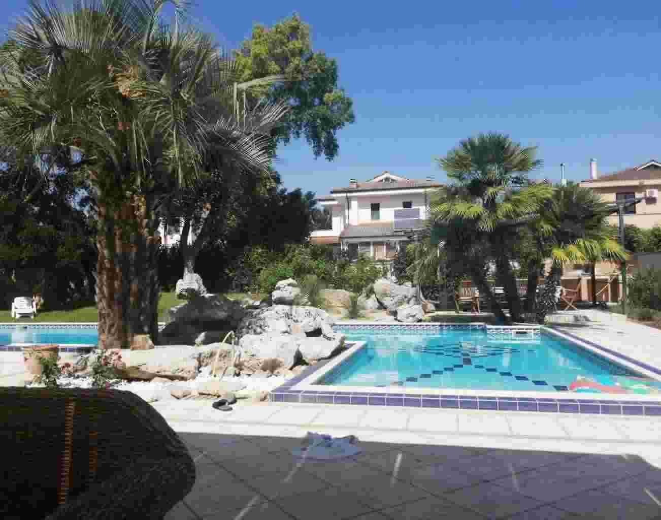 Lussuosa villa  con piscina  in vendita a Lecce