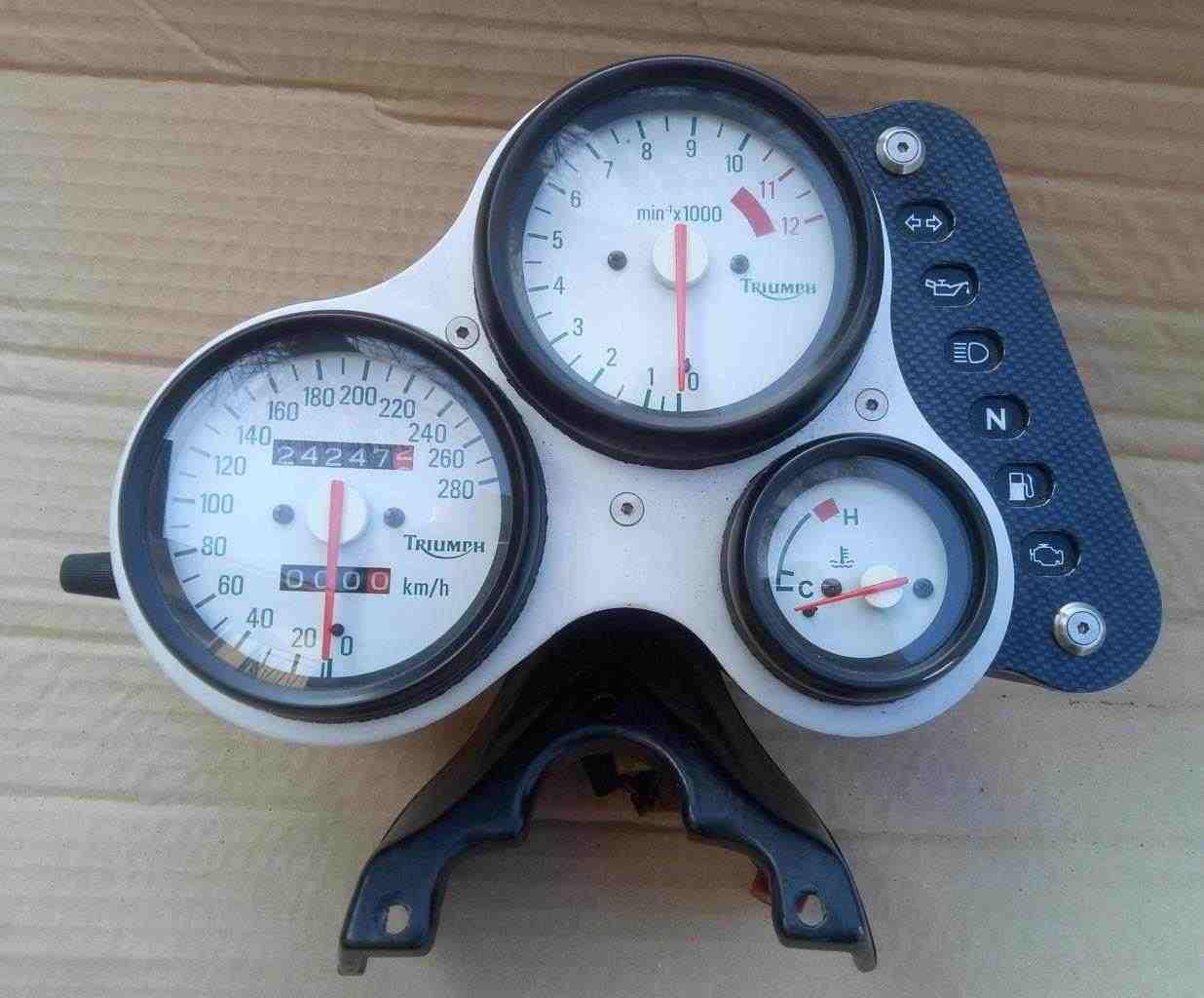 Strumentazione Triumph Speed Triple 955 anno 2000