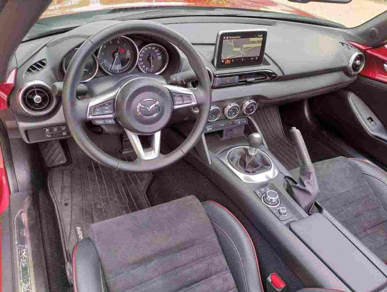 Mazda MX-5 2.0L Skyactiv-G RF Sport i-eloop